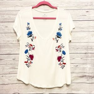 American Eagle | white floral embroidered fav tee